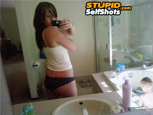 Mom, please bathe me, Bathroom mirror self shit