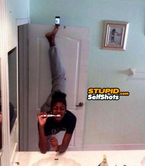 How a gymnast takes a bathroom mirror selfie